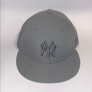 🧱Like new NY Yankee new era fitted hat 7 1/4